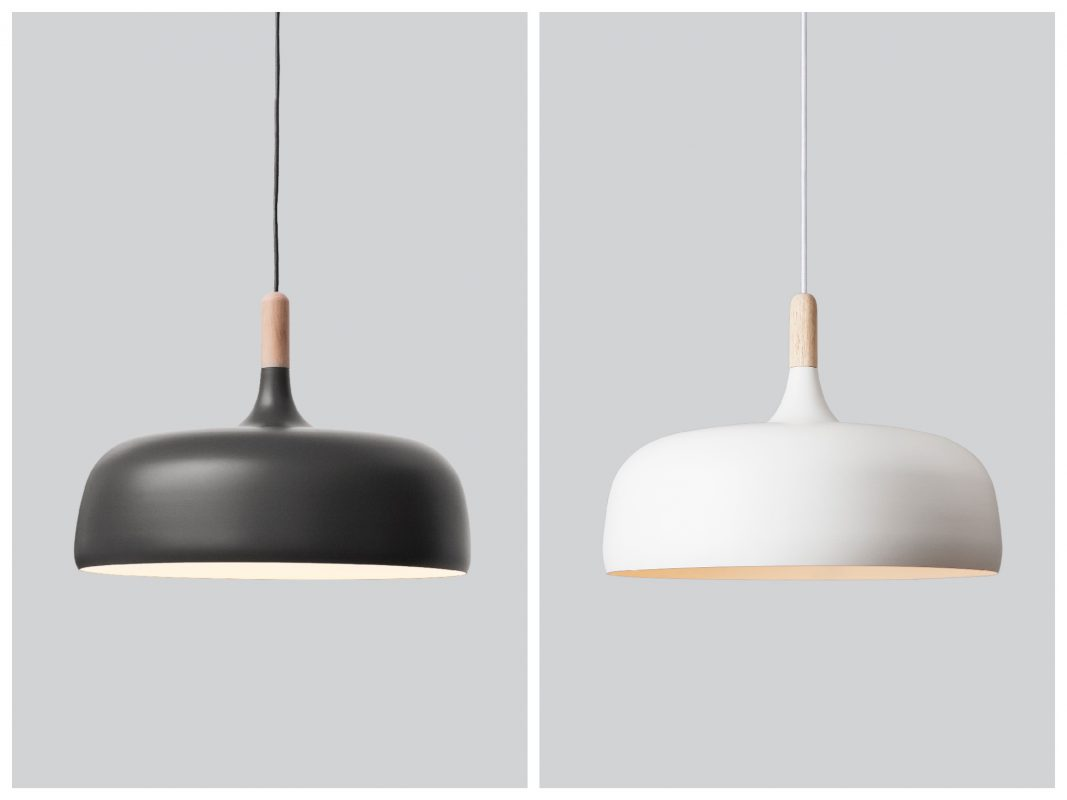 Die Northern Lighting Acorn Pendelleuchte in Grauer Eiche und Weiß. Foto: einrichten-design.de