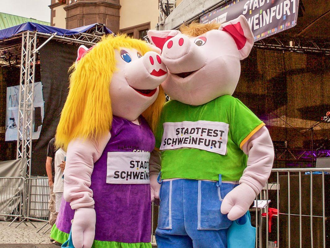 Auch die beiden Maskottchen freuen sich schon auf das Stadtfest 2017. Foto: Blues Agency Schweinfurt.