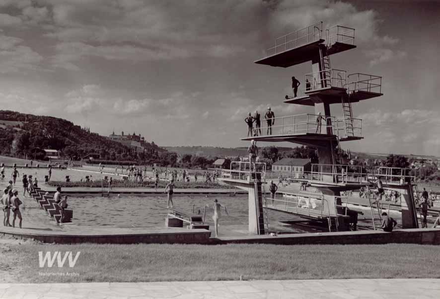 Der Sprungturm des Dallenbergbads im Jahr 1956 - Foto: Historisches Archiv der WVV
