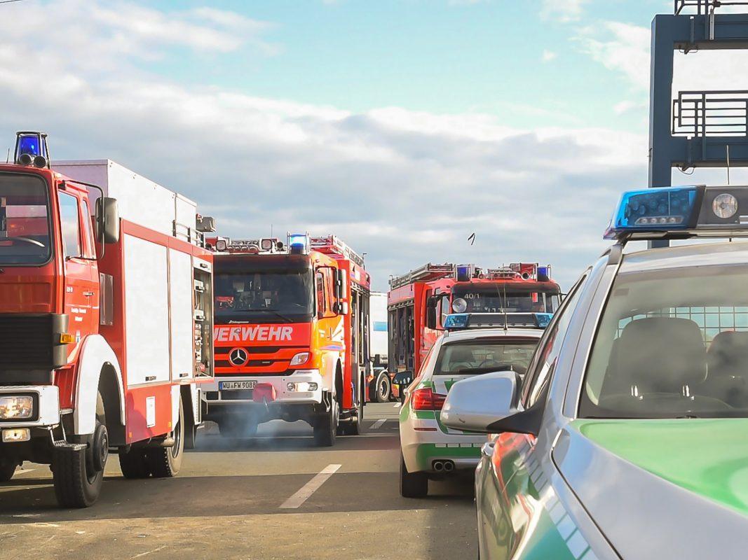 Zahlreiche Einsatzkräfte an der Unfallstelle auf der A3. Foto: Pascal Höfig