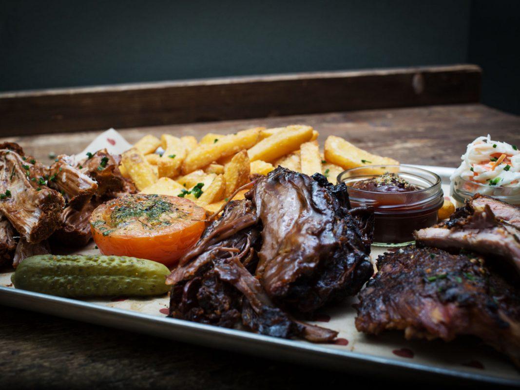 Butterzart und saftig - BBQ im Burgerheart. Foto: Gewinne ein leckeres BBQ für 10 Personen! Foto: Elena Bechthold