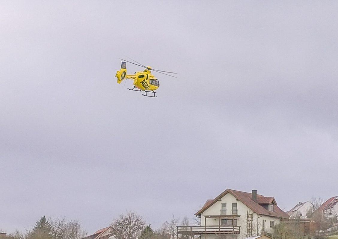 """Der Rettungshubschrauber """"Christoph 18"""" an einem Unfallort - Symbolfoto: Pascal Höfig"""