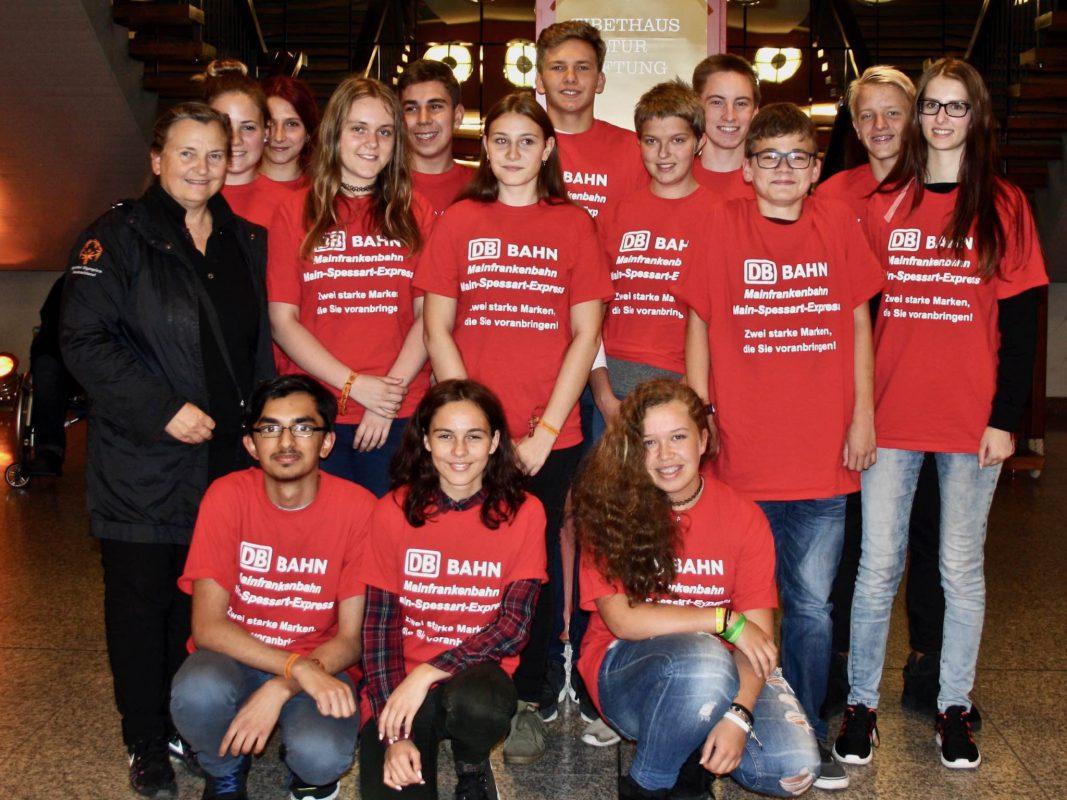 Die Schüler der David-Schuster-Realschule bei ihrem Ausflug zum Dalai Lama. Foto: Nives Ebert
