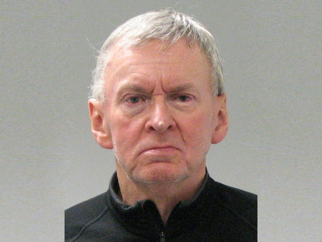 Dieser Mann ist in ganz Bayern als Betrüger und Ladendieb aktiv. Foto: Polizei