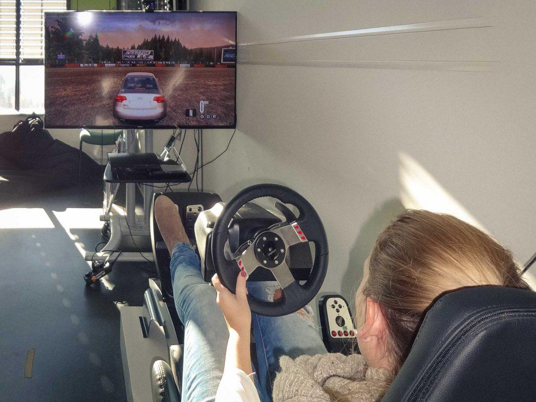 Technische Berufe sind nicht nur häufig gut bezahlt, sondern können auch Spaß machen – natürlich auch Mädchen! Foto: FHWS I Sonja Ehrenfels