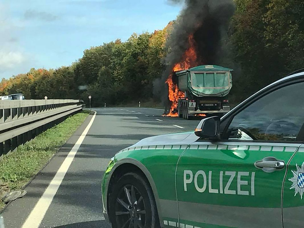 Der brennende Lkw. Foto: Raphael Schuster