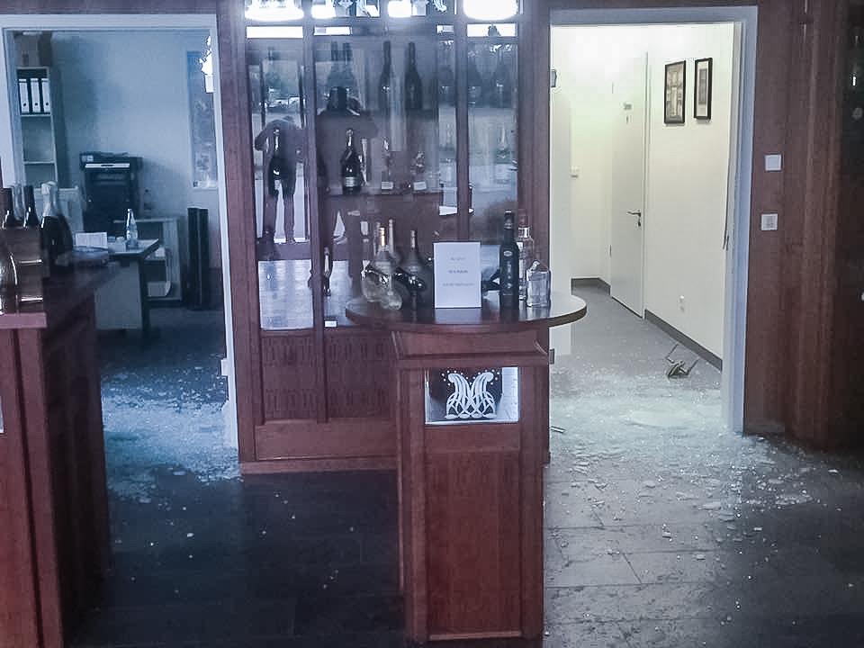 Der Täter richtet einen hohen Schaden an und flüchtete mit den Tageseinnahmen. Foto: Sektkellerei J.Oppmann AG