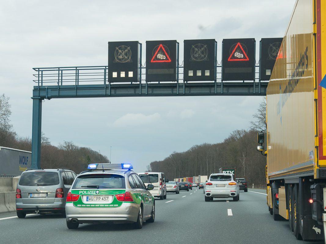 Stau nach einem Unfall auf der A3 - Symbolfoto: Pascal Höfig