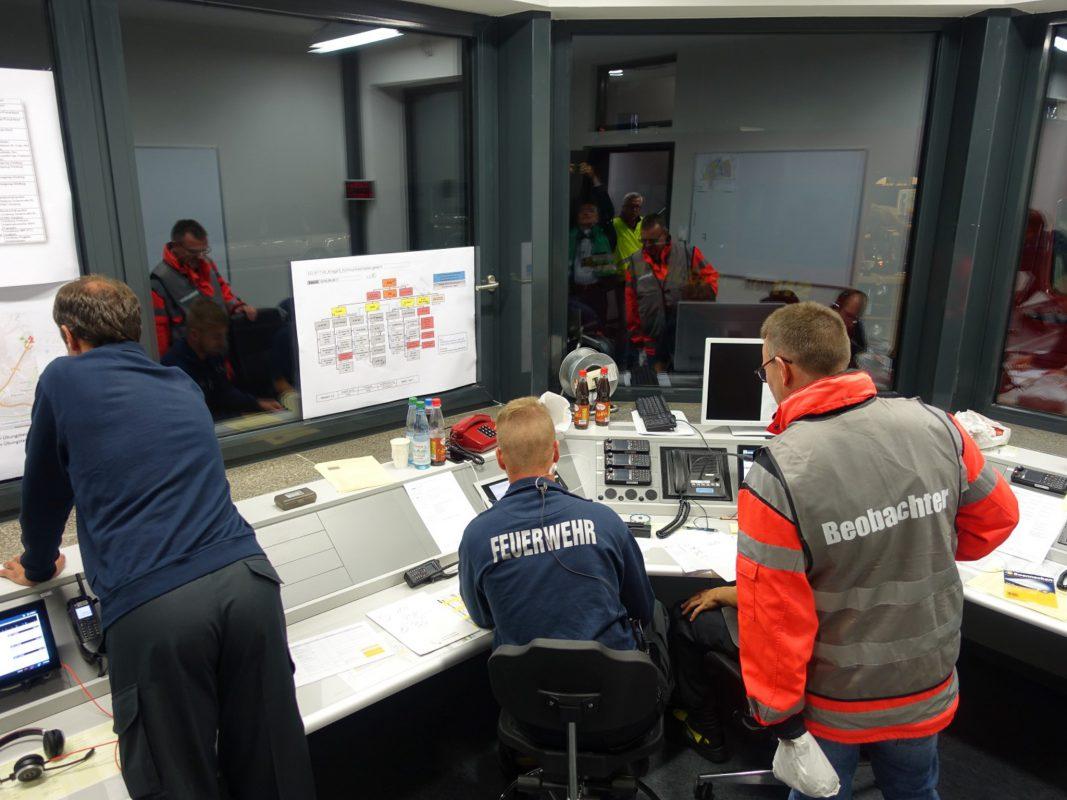 Übungsverantwortlichen der Katastrophenschutzbehörden waren mit dem Übungsverlauf sehr zufrieden. Foto: Johannes Hardenacke/Regierung von Unterfranken